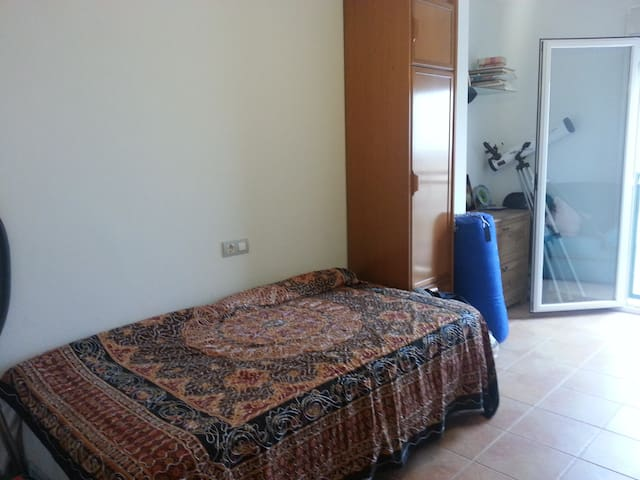 Private room near University - Ribera de Molina - Daire