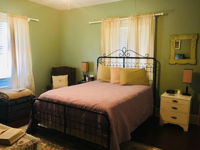 Rosen House Inn, Rose Garden Room
