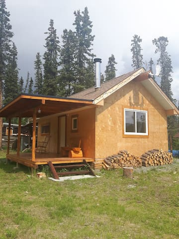 Cabin bright and spacious gateway to kluane park