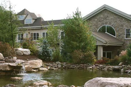 Scenic Poconos Condo, Sleeps 4 - Lake Harmony - Leilighet