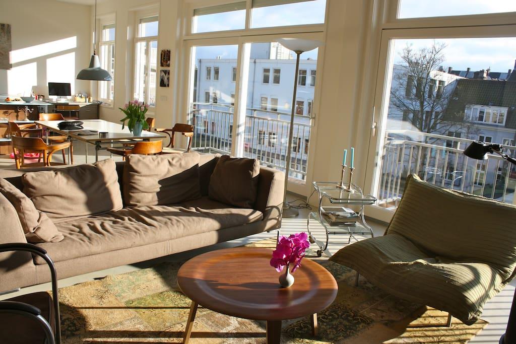 livingroom & open kitchen