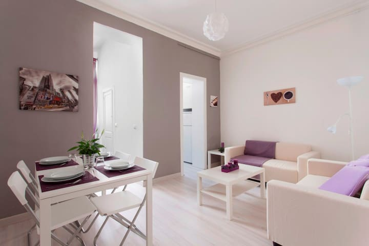 2. ONLY FAMILIES OR 1, 2, 3 COUPLES - Barcelona - Flat