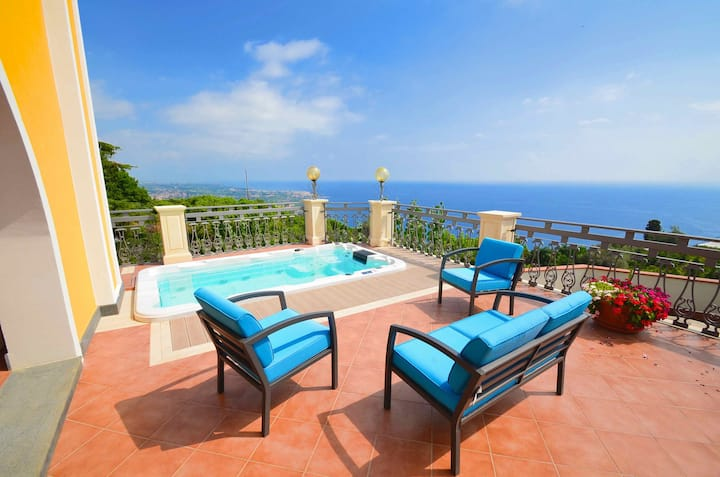 Villa La Timpa - ancient and majestic villa which enjoys a wonderful view of Mount Etna and the sea