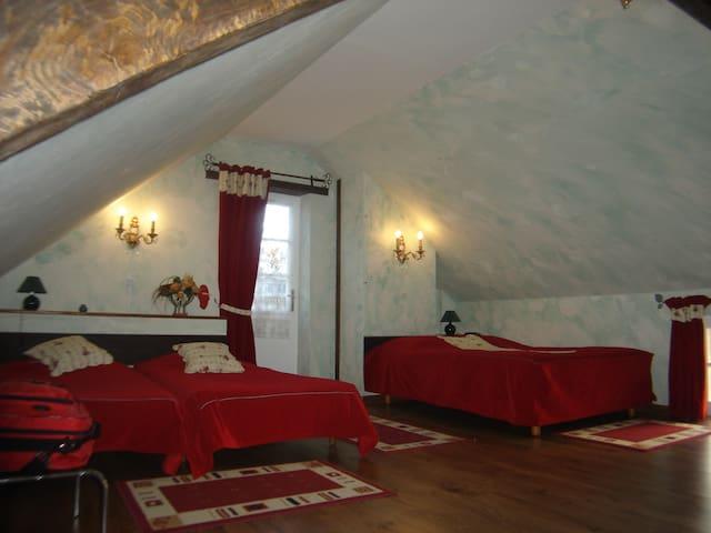 La chambre qui se mérite!Les Roses - Précigné - Bed & Breakfast