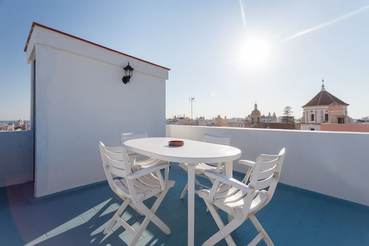 Terraza privada y muy soleada.Breakfast with these views!!