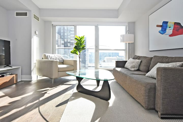 Hotel Style Room / CN Tower View, Subway/ACC/MTCC