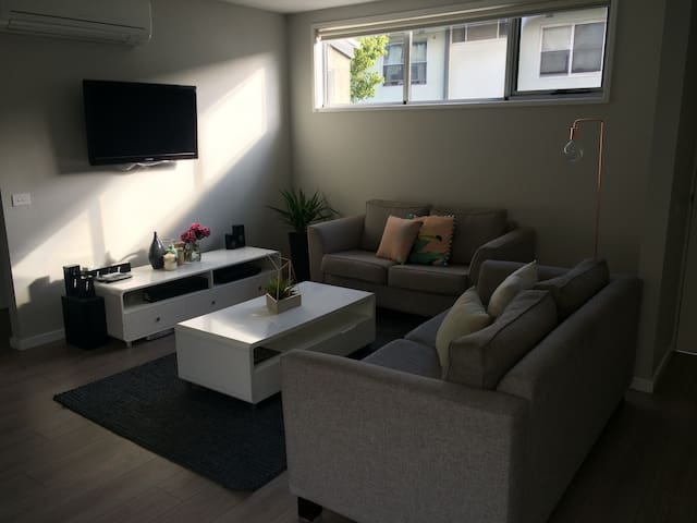 Bright apt close to the city & beach! - Hampton - Apartamento