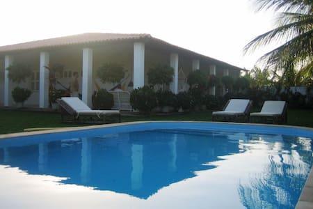 Morro Branco - 4 suites e piscina - Beberibe