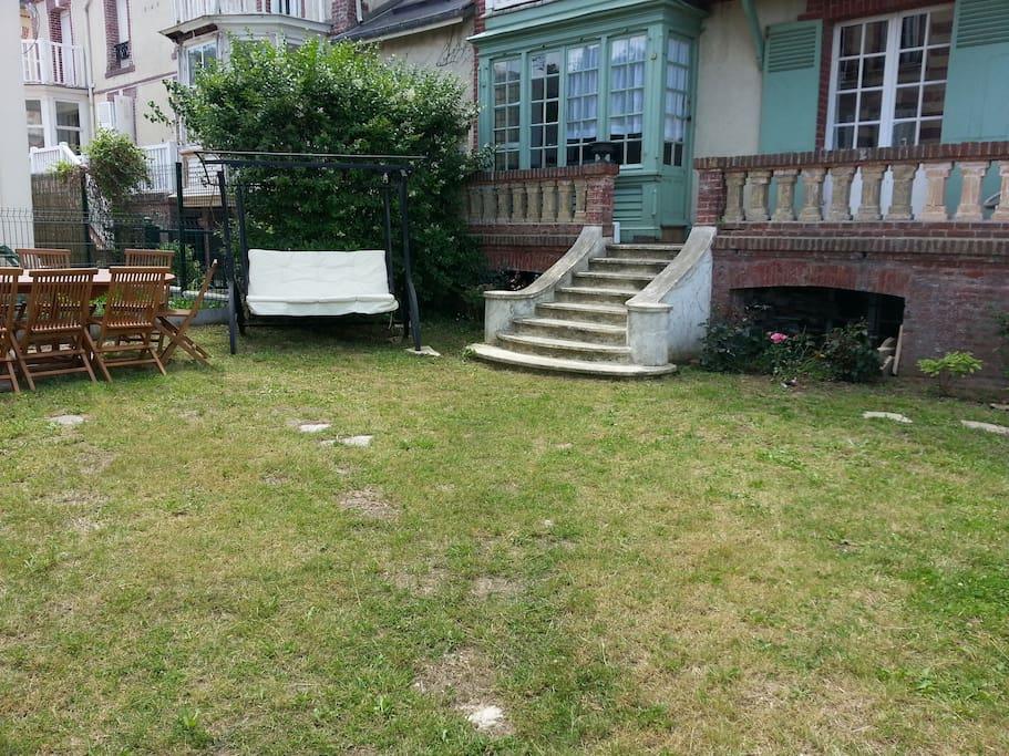 Villa houlgate semaine 1900eur 23 personnes houses for for Jardin 100m2