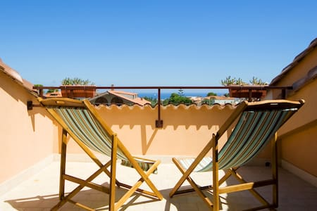 Etnic room with balcony & sea view - Rumah