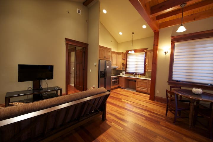 Smithfield Canyon Luxury Apt  (Completely Private)