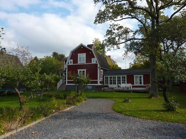 Bright, family friendly home on beautiful Lidingö!