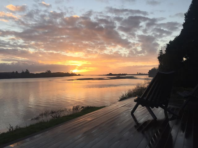 River House - Five star with a view - Kaniere