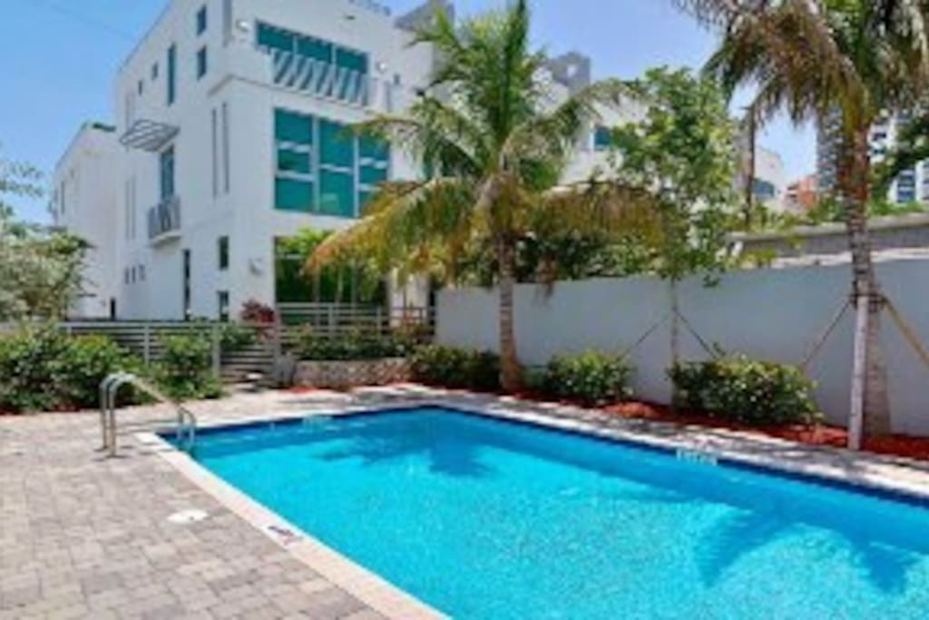 Amazing townhome with elevator across the beach Elevator townhomes