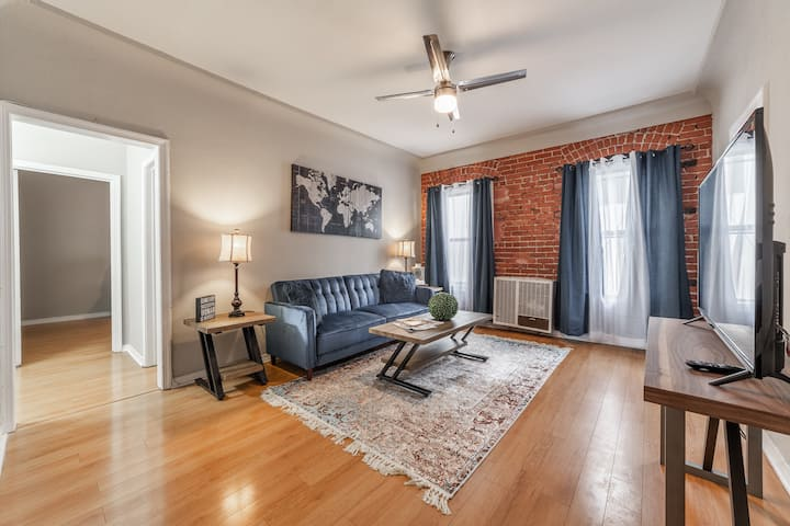 BEAUTIFUL 1BRM IN THE PRIME LOCATION BY THE GROVE