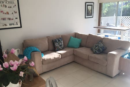 Great apartment in Willoughby, 10 mins bus to city - Willoughby - Apartment