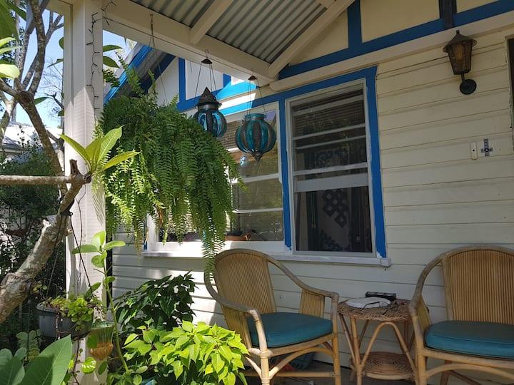 Frangipani Cottage vegan homestay + heated pool R1