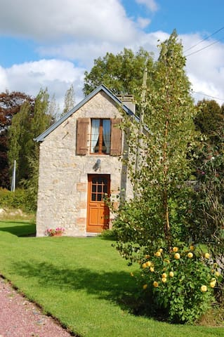 Comfy Cottage Near Normandy Beaches - Castilly