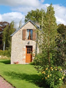 Comfy Cottage Near Normandy Beaches - Huis