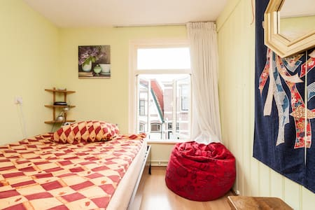 Private nice room,  Alkmaar station close t center - Alkmaar
