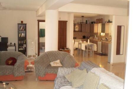 Μοντέρνο δωμάτιο με μπάνιο - Moschato - Lägenhet
