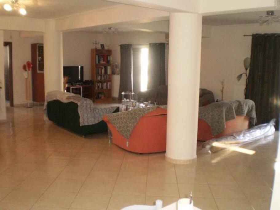 σαλόνι με κοινή χρήση με την οικογένεια