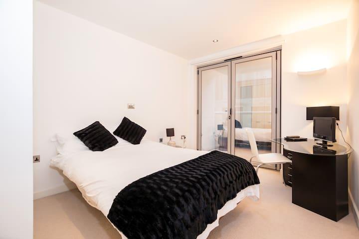 Beautiful Room in a Luxury Apt, Old Street London!
