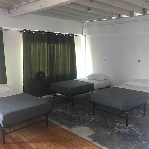 8 - Single Bed in Hollywood Shared Space