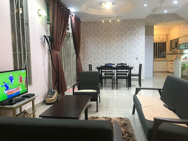 Penang Bayan Lepas HomeStay (Luxury 3-Storey)