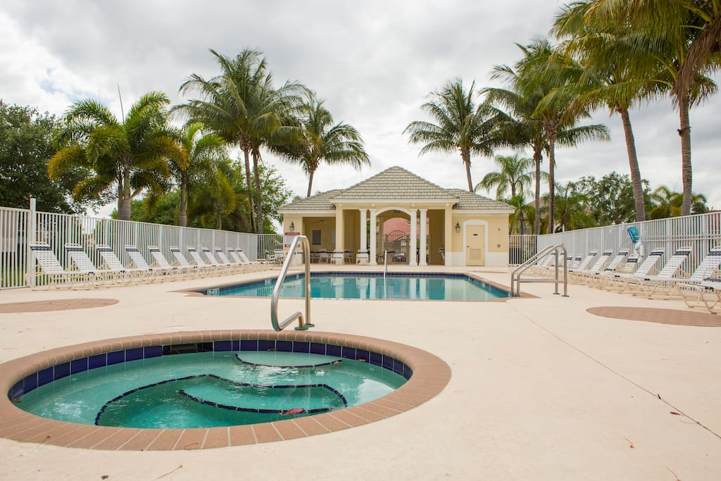 Community Swimming Pool & Jacuzzi Area