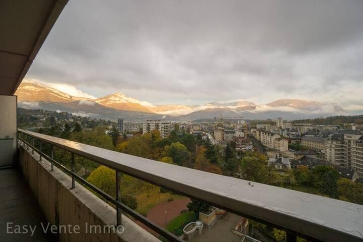 Studio plein centre vue imprenable sur Chambéry