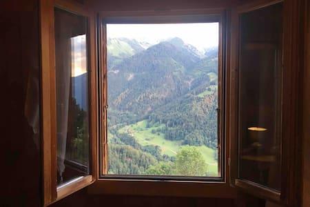 Studio calme avec vue sur les montagnes