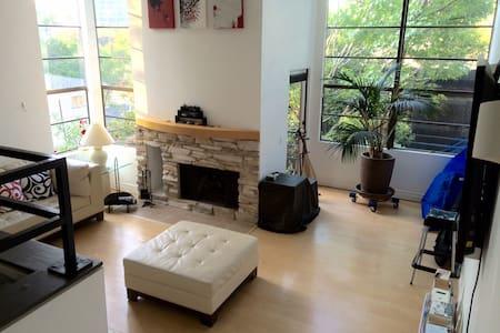 Private room in apartment in LA/Studio City - Los Angeles - Kondominium