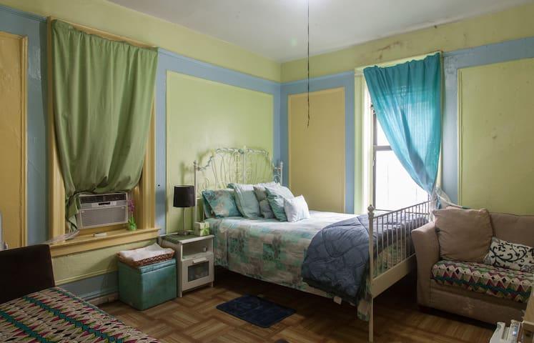 Friendly-colorful-cozy W/ breakfast - Bronx - Pis