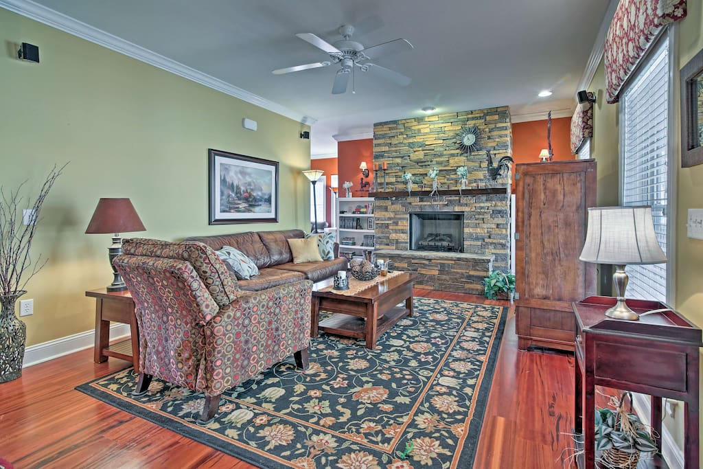 This lodge-style home sleeps 8 guests with 4 bedrooms and 2.5 baths.