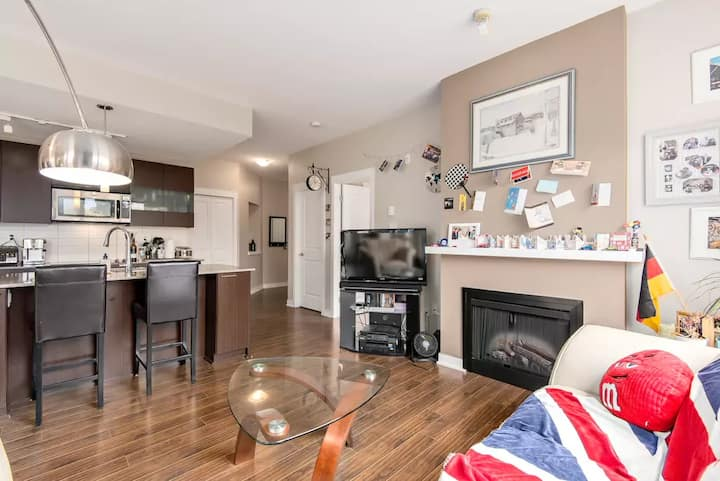 ❤️ Spacious Skytrain suite with kitchen & Netlfix