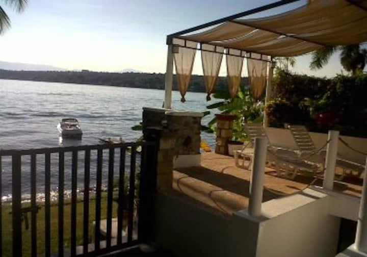 Casa a orilla del lago
