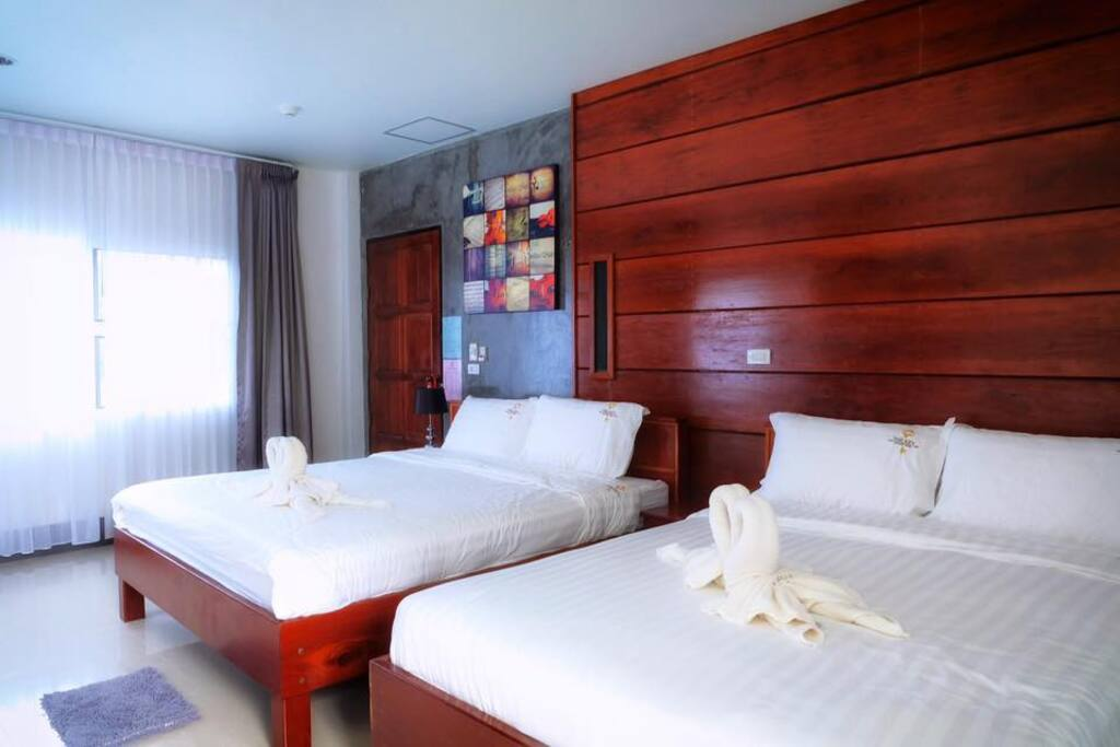 Deluxe room for 4 persons, 1 king bed and 1 queen bed with private bathroom