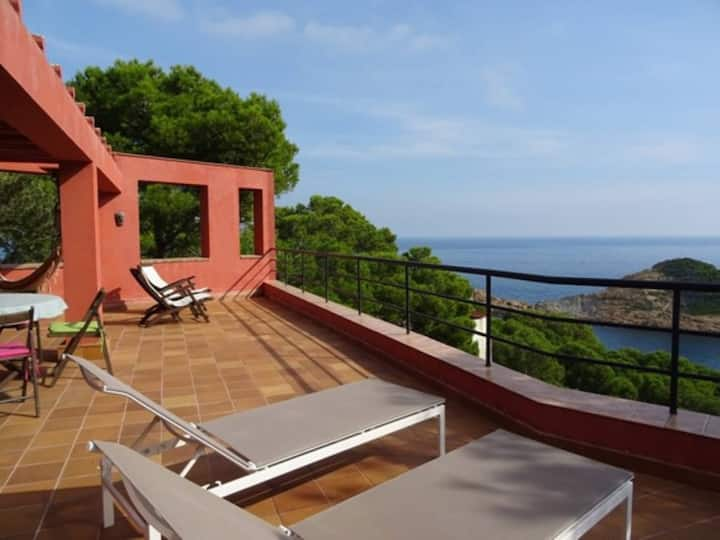 "Spacious Villa ""La Caleta"" on the Beach with Sea View, Mountain View, Wi-Fi, Balcony & Terrace; Parking Available"