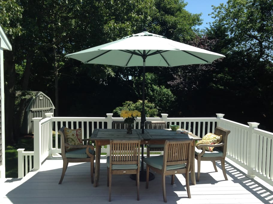 Enjoy al fresco dining at the lovely patio table
