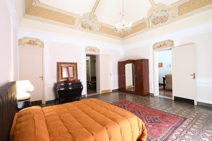Catania Central Apartment with Balcony