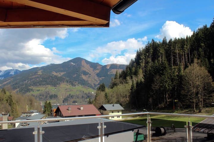 Luxurious Chalet in Zell Am See with Balcony