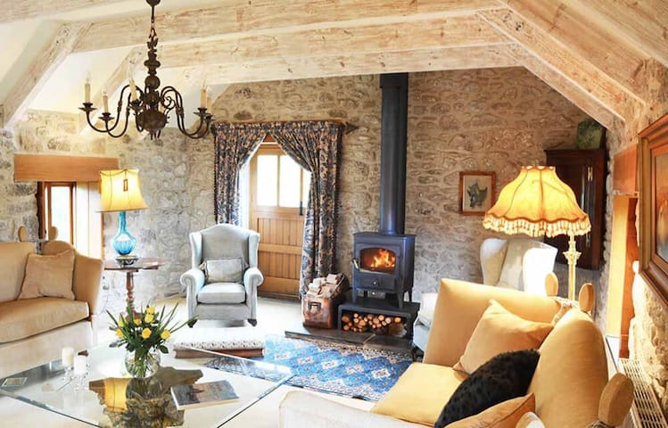 Enchanting Cornish barn in a private tranquil setting of 20 acres near Porthleven and the coast - Helston