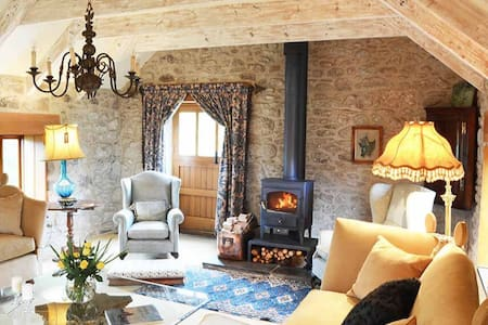Enchanting Cornish barn in a private tranquil setting of 20 acres near Porthleven and the coast - Helston - Casa