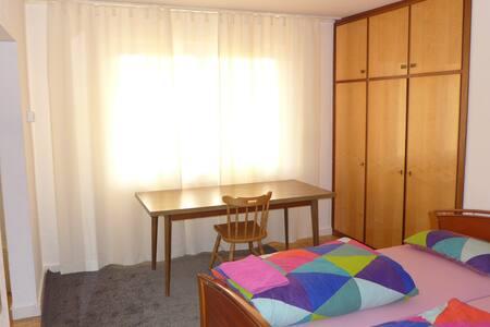 Sehr großes und ruhiges Zimmer - Neu-Ulm