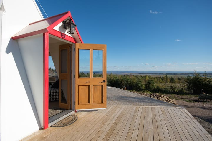 Broadleaf Glamping (Cape Enrage Lighthouse )