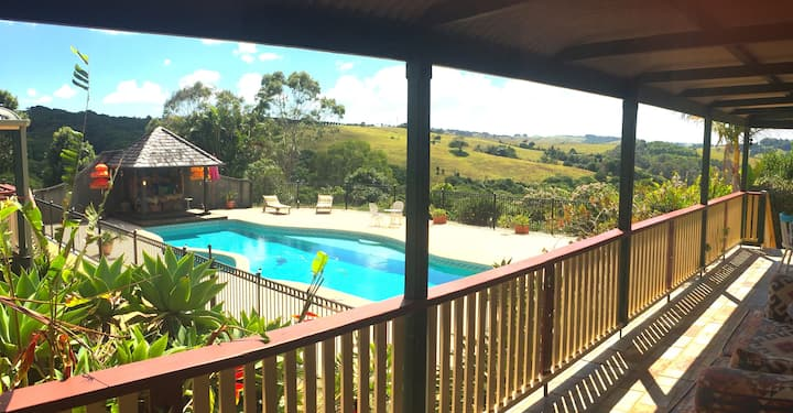 The serenity of country life, 10 mins from Byron