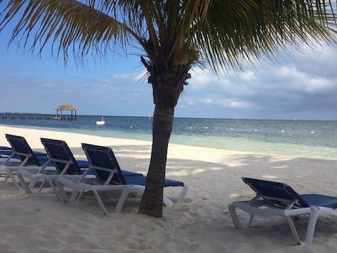 Beautiful beachfront apartment in Cancún