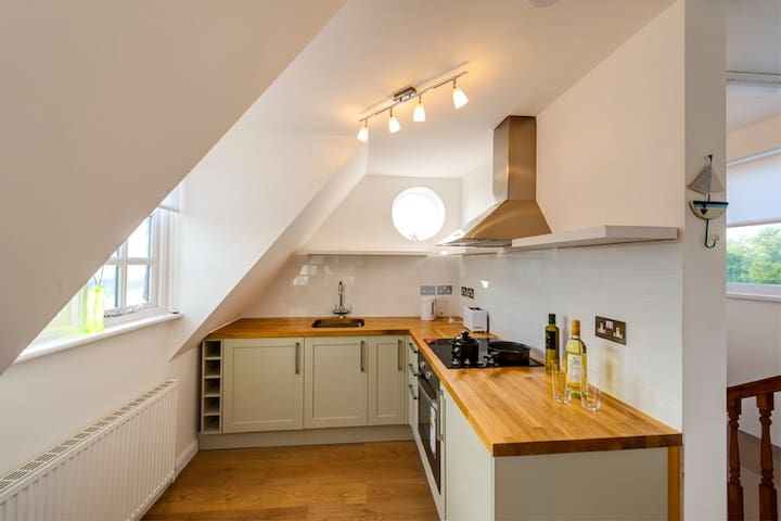Sunny Family Friendly Flat & Private Parking - Rye - Flat