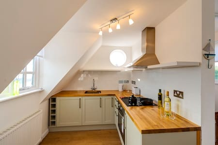 Sunny Family Friendly Flat & Private Parking - 里埃(Rye)